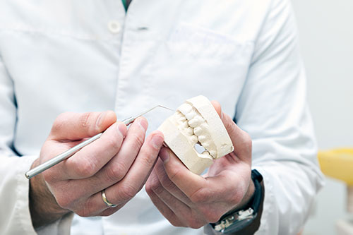 Dental prostheses and equipment in the hands of a doctor